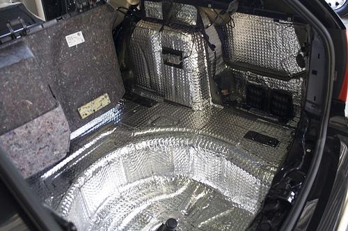 Auto isoleren geluidsisolatie auto for Interieur auto bekleden