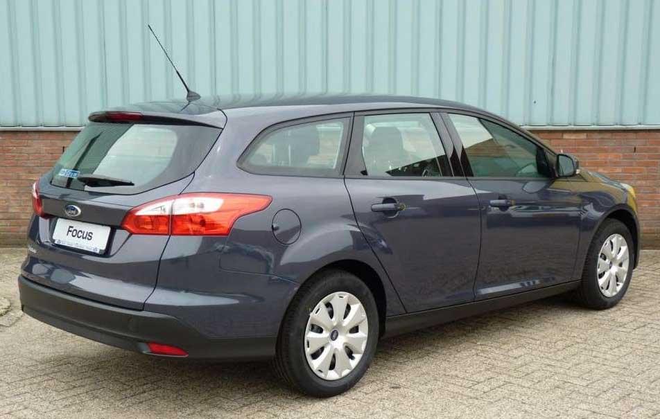 Ford-focus-wagon-2011.jpg