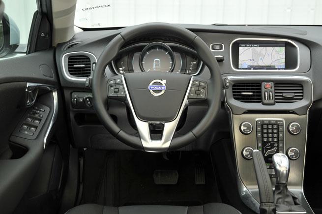 Volvo V40 Interieur Dashboard Carblogger