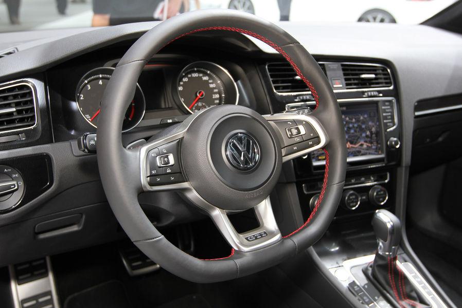 De nieuwe golf 7 gti carblogger for Golf 7 interieur