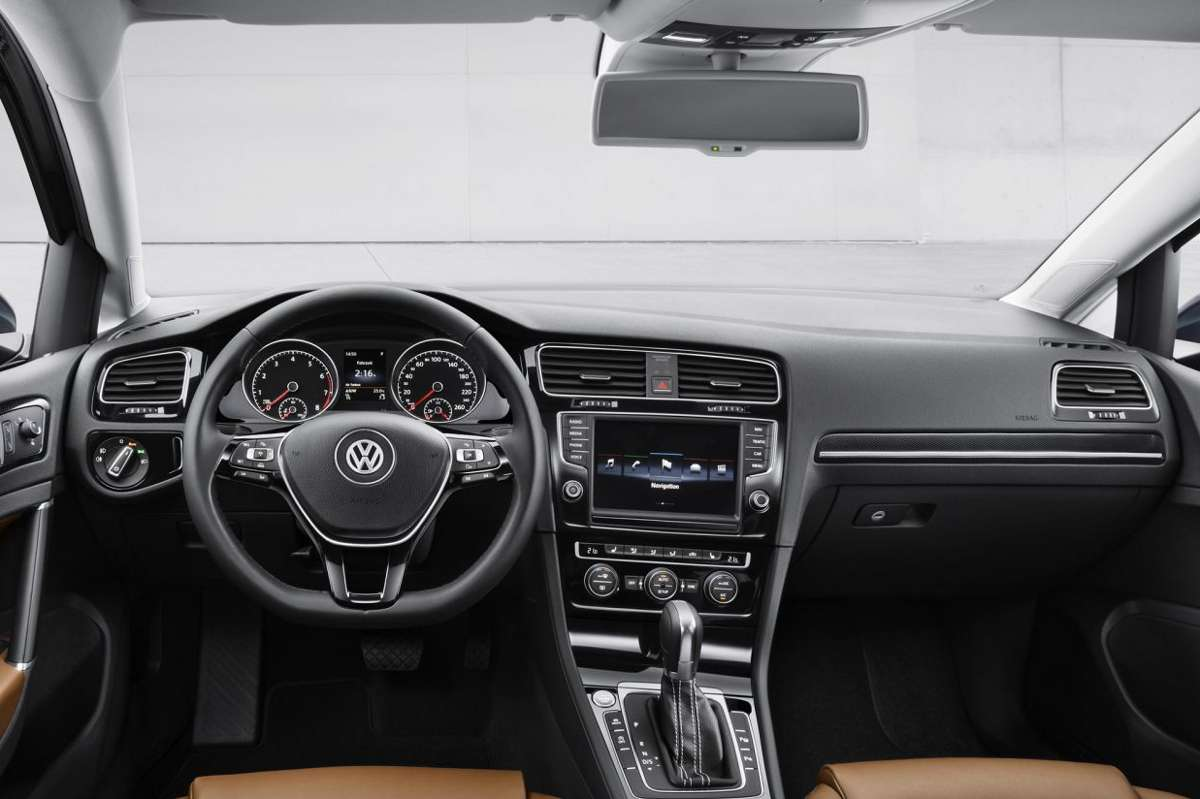 Volkswagen golf 7 interieur carblogger for Golf repentigny interieur