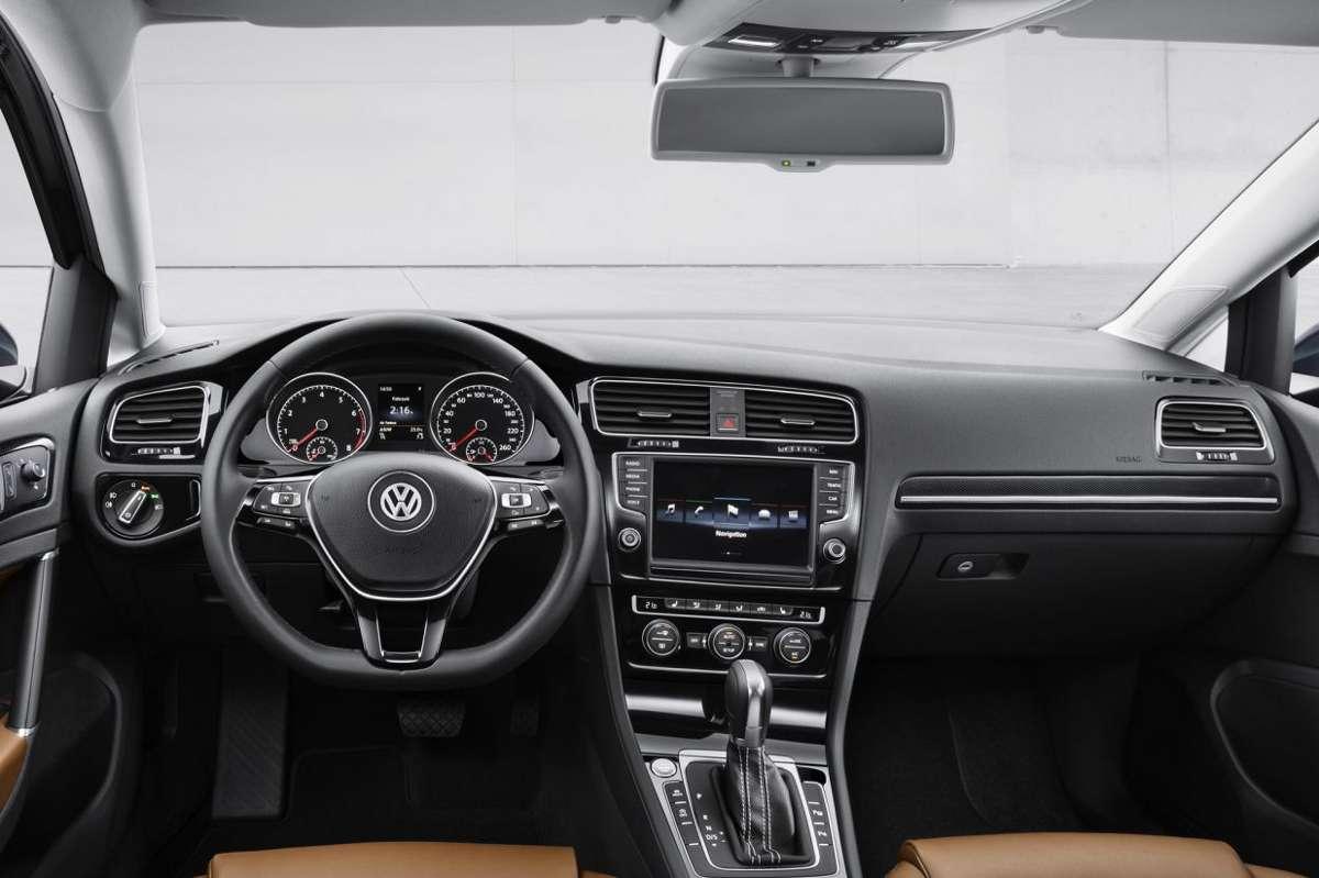 De nieuwe golf 7 gti carblogger for Golf 6 interieur