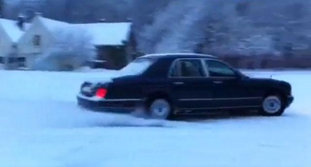 Wibi Soerjadi drift met Rolls Royce