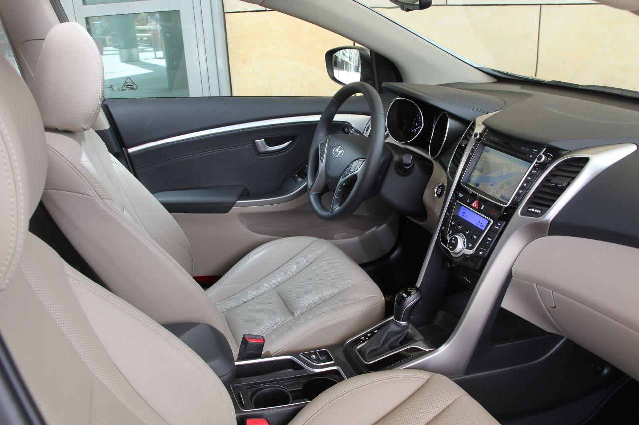 interieur hyundai i30 wagon 2013 carblogger. Black Bedroom Furniture Sets. Home Design Ideas