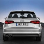 Achterkant Audi A3 Sportback S line in ijszilver metallic