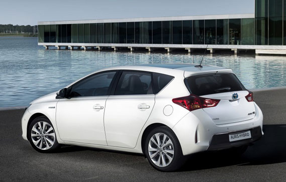 test toyota auris hybrid 2013 video carblogger. Black Bedroom Furniture Sets. Home Design Ideas