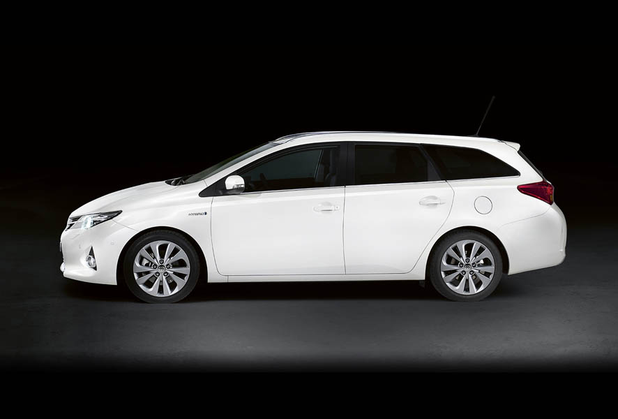 toyota auris hybrid touring sports station met 14 bijtelling carblogger. Black Bedroom Furniture Sets. Home Design Ideas