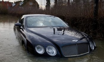 Bentley Continental onder water