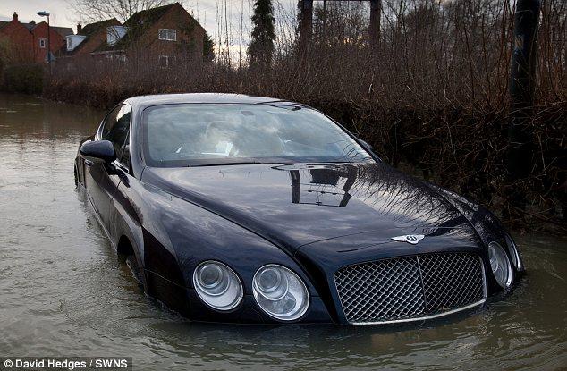 Engelse Lottowinnaar Schrijft Bentley Af Carblogger
