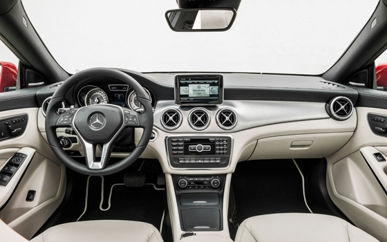 Mercedes cla interieur carblogger for Mercedes classe m interieur