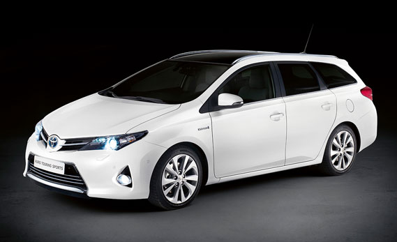 toyota auris hybrid touring sports station met 14