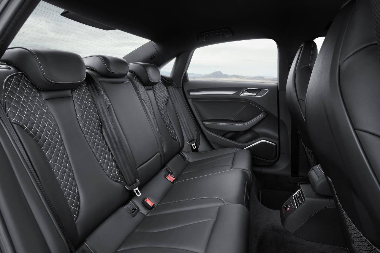 Audi s3 limousine heeft net wat meer carblogger for Interieur limousine