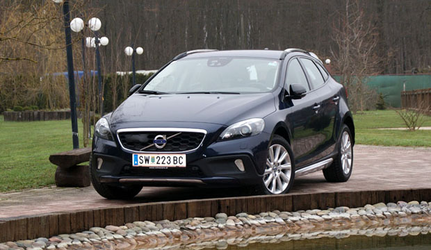 volvo v40 t2 en cross country t4 awd niet voor nederland sensus connected touch wel carblogger. Black Bedroom Furniture Sets. Home Design Ideas