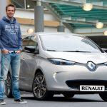 Giedo van der Garde bij zijn Renault ZOE