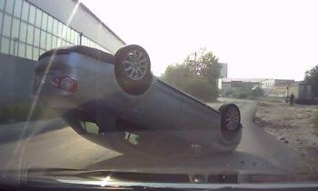 Volkswagen Jetta op z'n dak