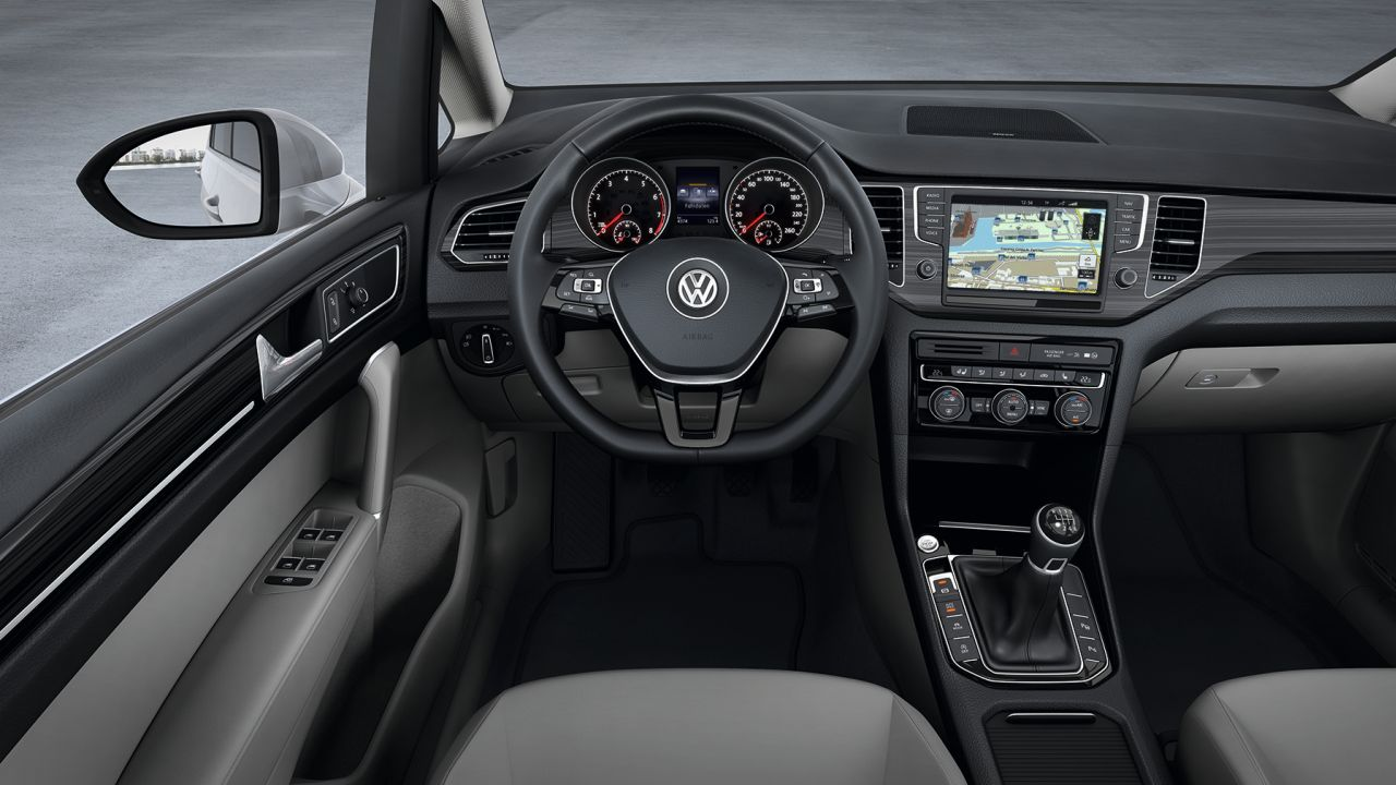 Interieur volkswagen golf sportsvan carblogger for Interieur golf