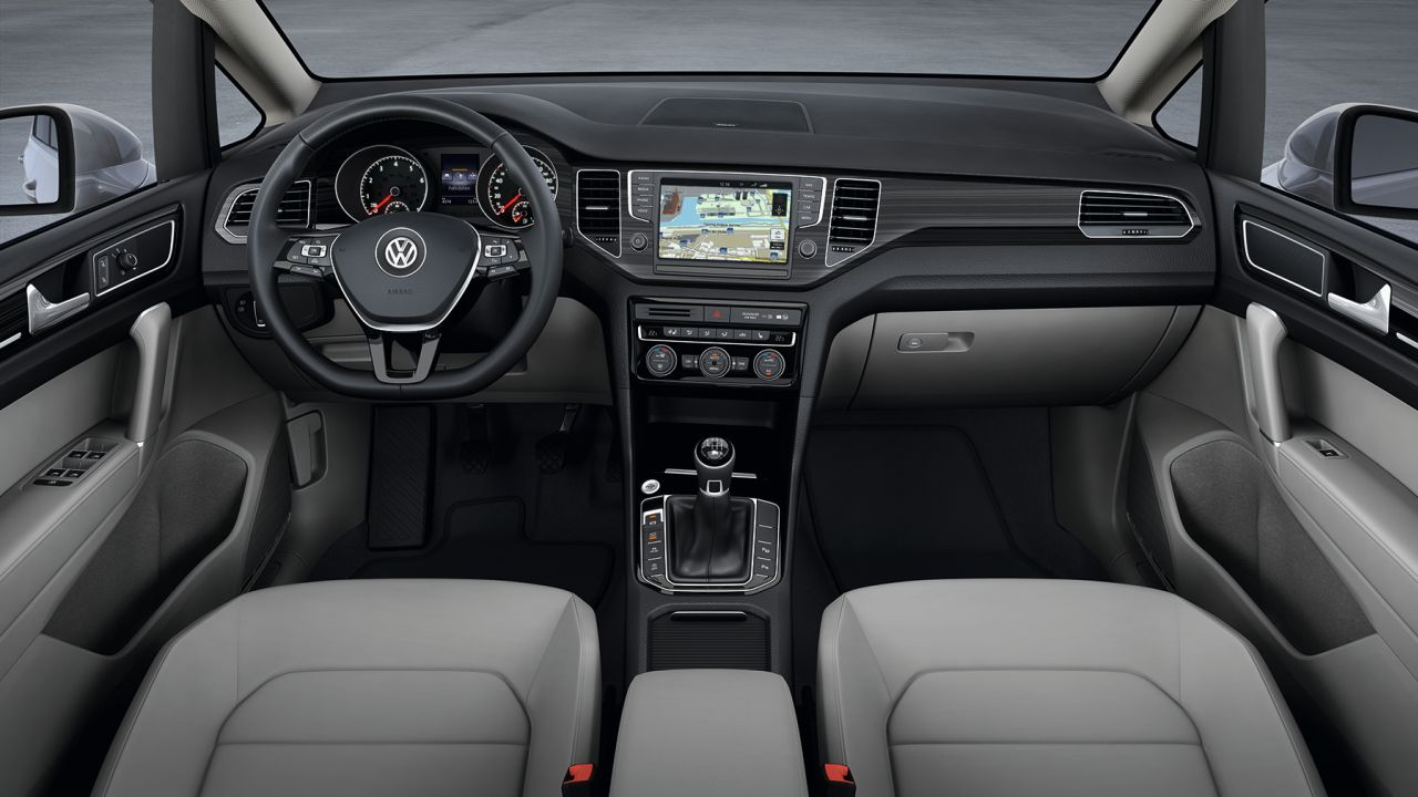 Interieur volkswagen golf sportsvan carblogger for Interieur golf 2
