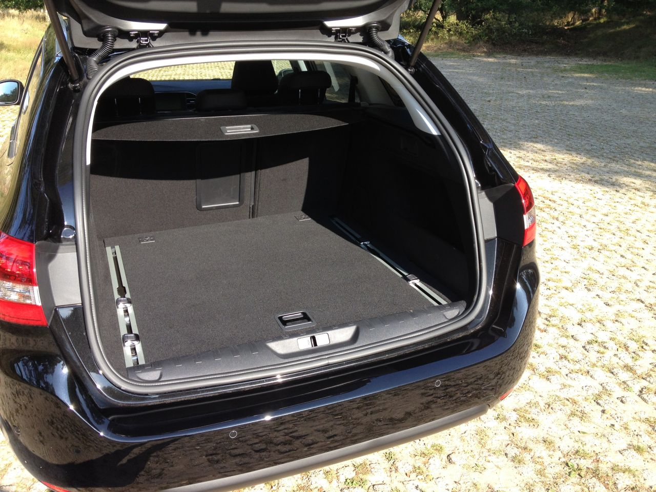 test peugeot 308 sw 1 2 puretech 130 carblogger. Black Bedroom Furniture Sets. Home Design Ideas