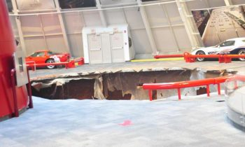 Sinkhole Corvette Museum Kentucky, VS