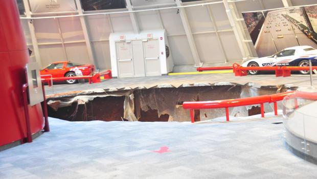 Sinkhole Corvette Museum Kentucky, VS
