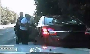 Amerikaanse politie-agent voert Heimlich-manoeuvre uit bij automobiliste