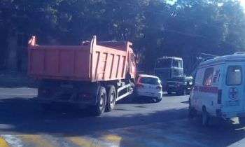 Auto vs vrachtwagen