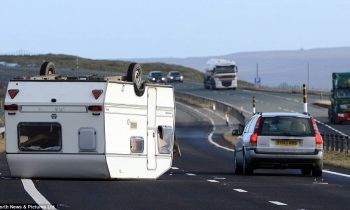 Caravan bij storm