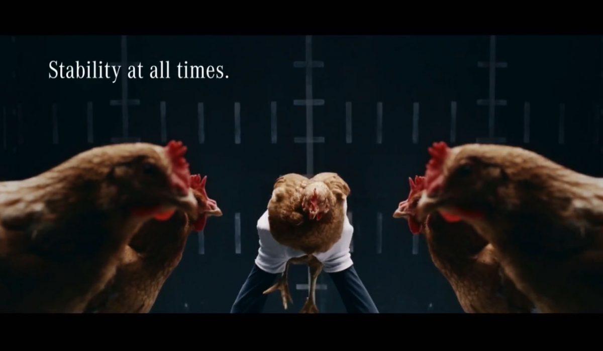 Mercedes-reclame met kippen