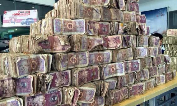 Chinees betaalt vrachtwagen cash