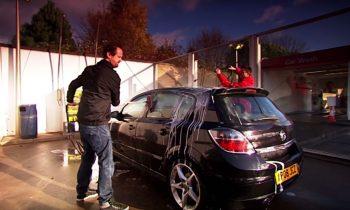 Auto wassen in wasbox slecht voor je lak