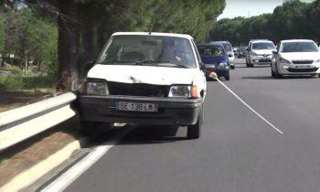 Remi Gaillard rijdt auto als een blinde