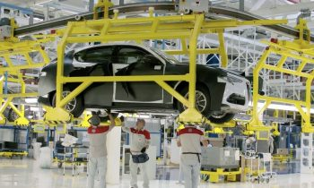 Alfa Romeo Stelvio op productielijn
