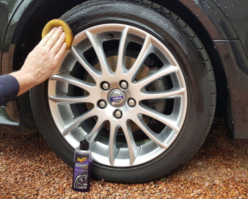 Banden als nieuw maken met Meguiars Tyre Gel (foto: Carblogger.nl)
