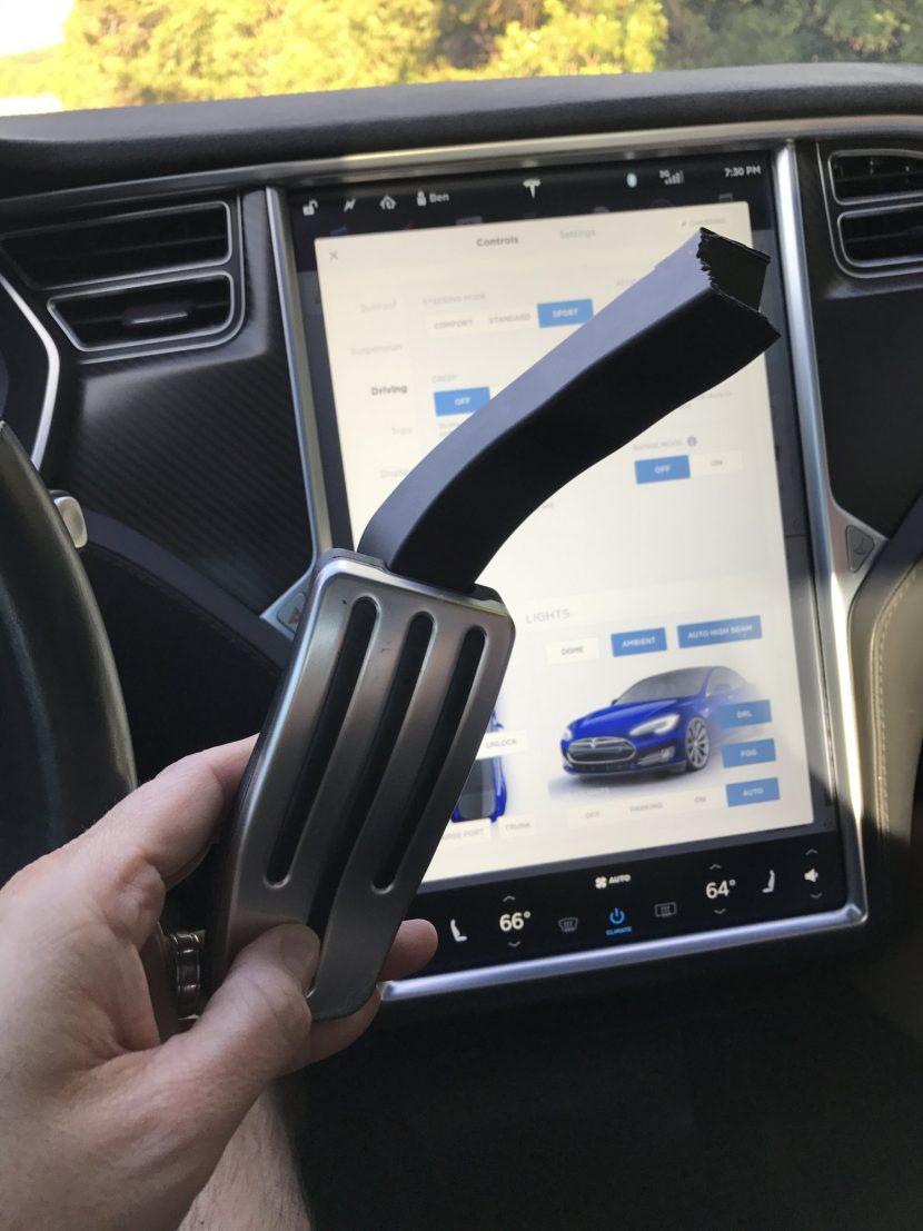 Afgebroken gaspedaal Tesla Model S