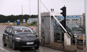 citroen c4 passeert autonoom tolpoort Frankrijk