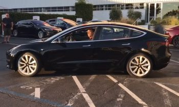 Tesla Model 3 productie-exemplaar (2017)