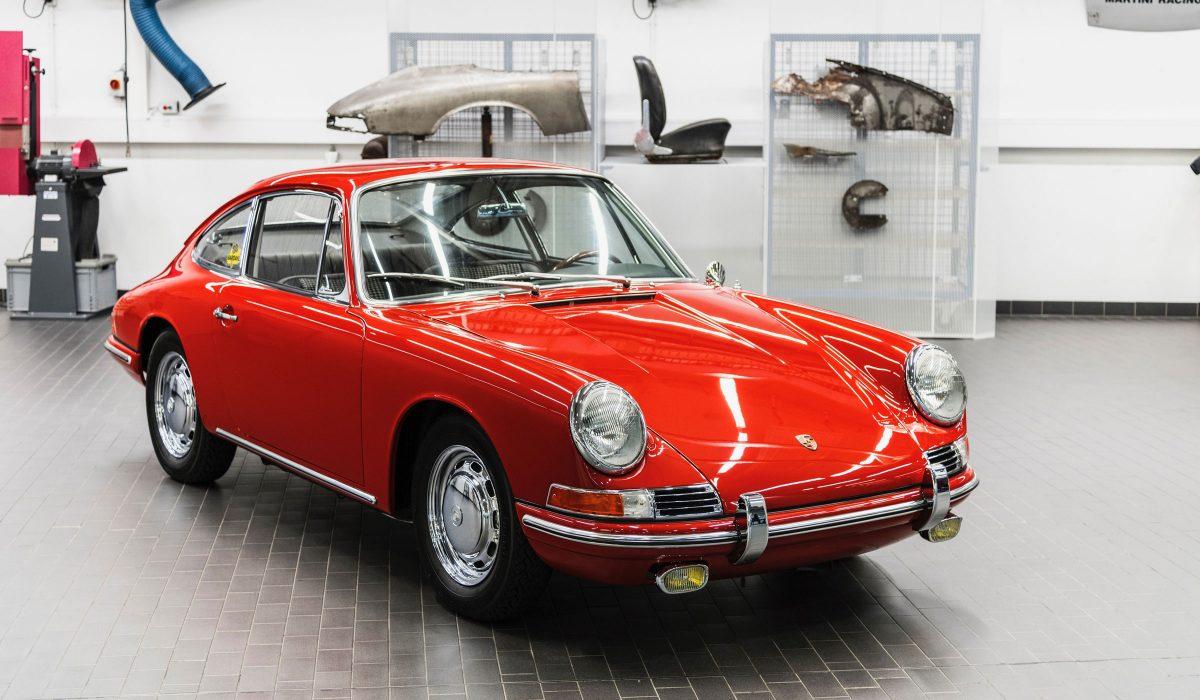 Deze Porsche 901 nr 57 uit oktober 1964 werd door Porsche compleet gerestaureerd