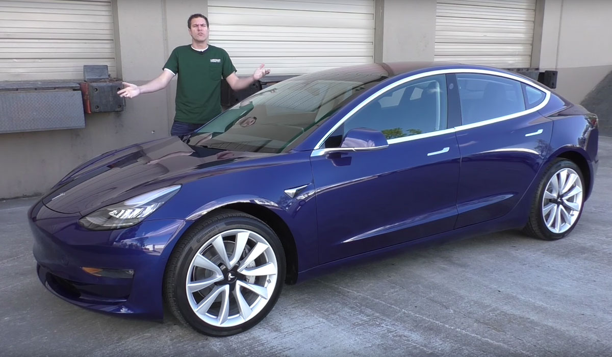 test tesla model 3 2017 videoreportage van 32 minuten carblogger. Black Bedroom Furniture Sets. Home Design Ideas