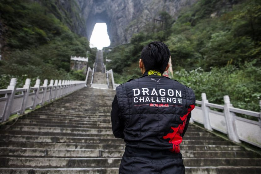 Ho-Pin Tung bekijkt de indrukwekkende Chinese trap nog eens