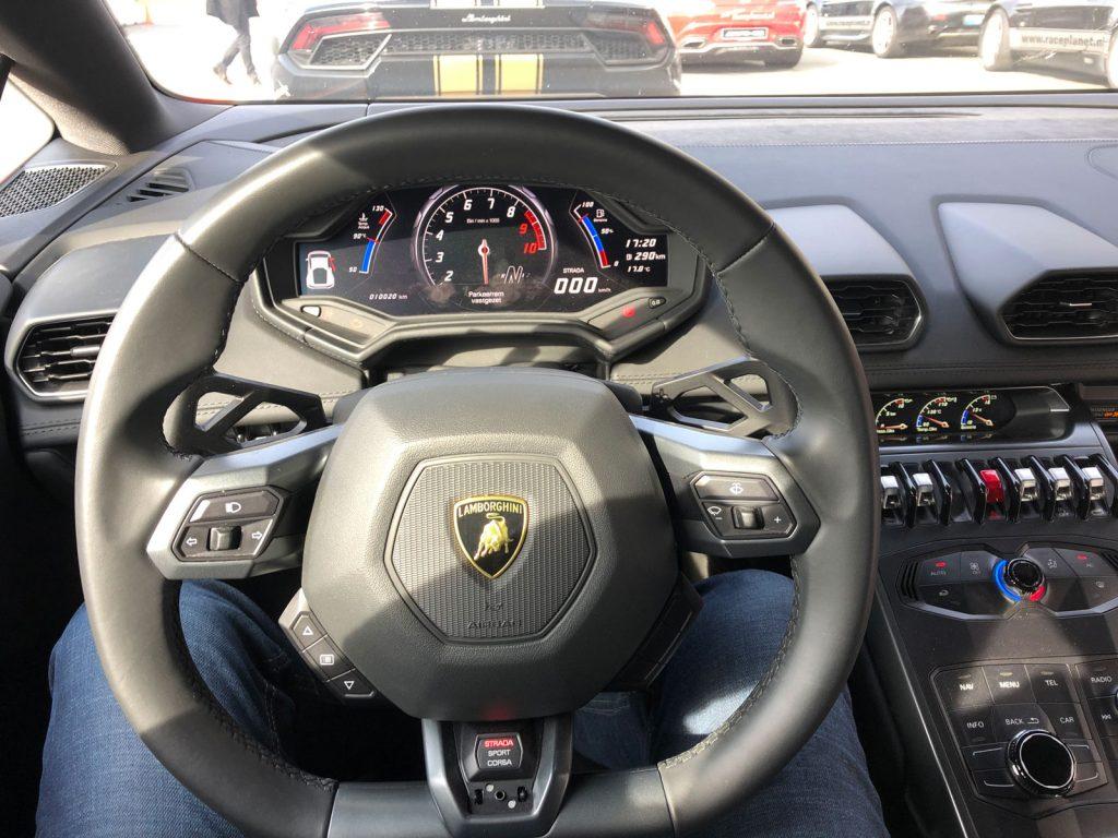 Dashboard Lamborghini Huracan van Race Planet