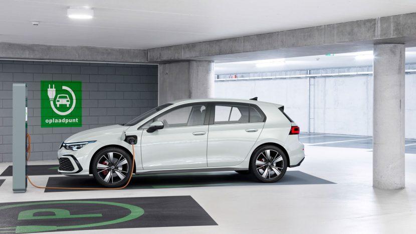 Volkswagen Golf 8 GTE aan de laadpaal