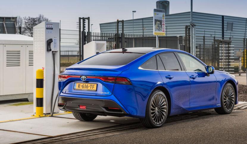 Toyota Mirai 2021 met eigen waterstoftankstation