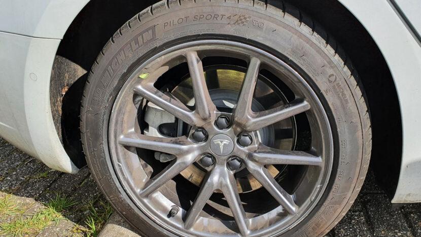 Tesla wiel zonder aero-wieldop